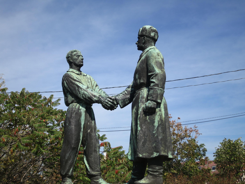 Memento Park Connecting Hands